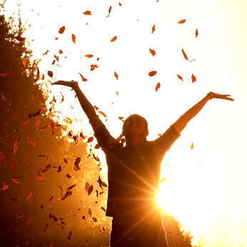 http://www.swissfitt.com/wp-content/uploads/Happy_Woman_Autumn_Leaves.jpg